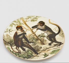 PLATE WITH AN IMAGE OF MONKEYS